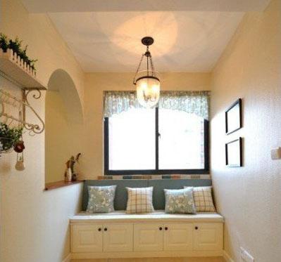 飘窗装修效果图&榻榻米设计点评:简约、优雅的欧式飘窗设计,抱枕