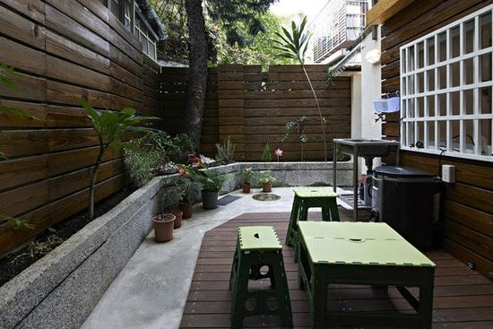 好东西是用来分享的,今天十堰博宇阁装饰的小编就给大家分享一些好看的、真实的欧美风格的阳台设计,给各位业主饱饱眼福,自家阳台装修时也可以做些参考。 我们知道欧式风格可以带给人一种舒适和温馨的视觉效果,阳台设计采用欧美风格,设计效果绝对是一道装修大餐上的点缀之品。 Ø 点缀品之一  这个美式风格的阳台给大家的一种什么样的感觉呢?