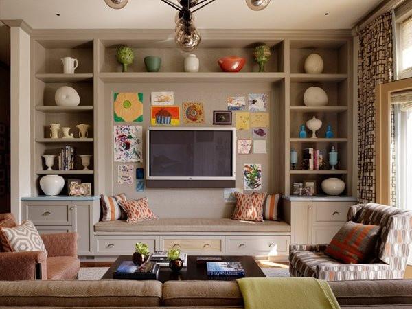3、不用更换所有旧家具 旧家具的样式是最让二手房装修业主不满意的地方,这些家具外表看起来很过时,但这并不意味着就一定要购买新家具,只要对这些旧家具进行一些小小的处理就能让家具变得时尚,十堰博宇阁装饰公司给你出点主意,如:给桌子配上玻璃面,或者加贴各种颜色和花纹的波音片、防火板等;更换沙发罩子,换上外观时尚,新潮的沙发外罩等等。 4、尽量不要砸墙重装(存在安全隐患) 砸墙重装是最花费精力和金钱的项目,有些业主为了使房子显得更为美观,就想砸掉某处的墙,进行重装,其实这样做完全没有必要,只需要把墙刷上新油漆,或