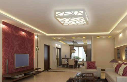 谁说简单客厅布置就是对客厅布置的不用心?有时候,客厅简单布置是代表主人崇尚自然、简约。简单客厅布置可以采用简约风格,在进行十堰客厅装修时有这样几个需要注意的地方。   客厅简单布置——灯光   在简单布置客厅的时候,对于客厅内的灯光一定要保持敏感。这是因为客厅里面的灯光,一方面,在一定程度上影响着我们在客厅中的日常活动。另一方面,合理的灯光设计,可以使客厅整体看起来显得更加美观。   造型简单明了,线条也比较柔和。这盏客厅吸顶灯在颜色上选择了单一的纯白色。灯面有着特殊的设计。一